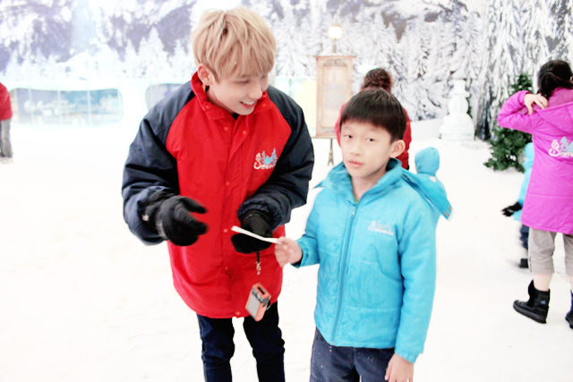typicalben at snow world genting playing games