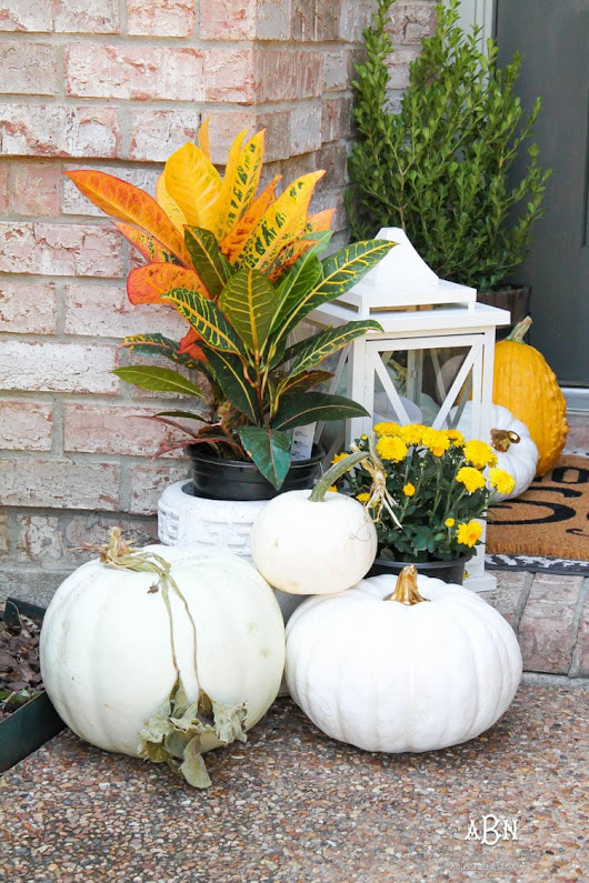 Classic Fall Front Porch Full of Ideas to Recreate it For Your Home