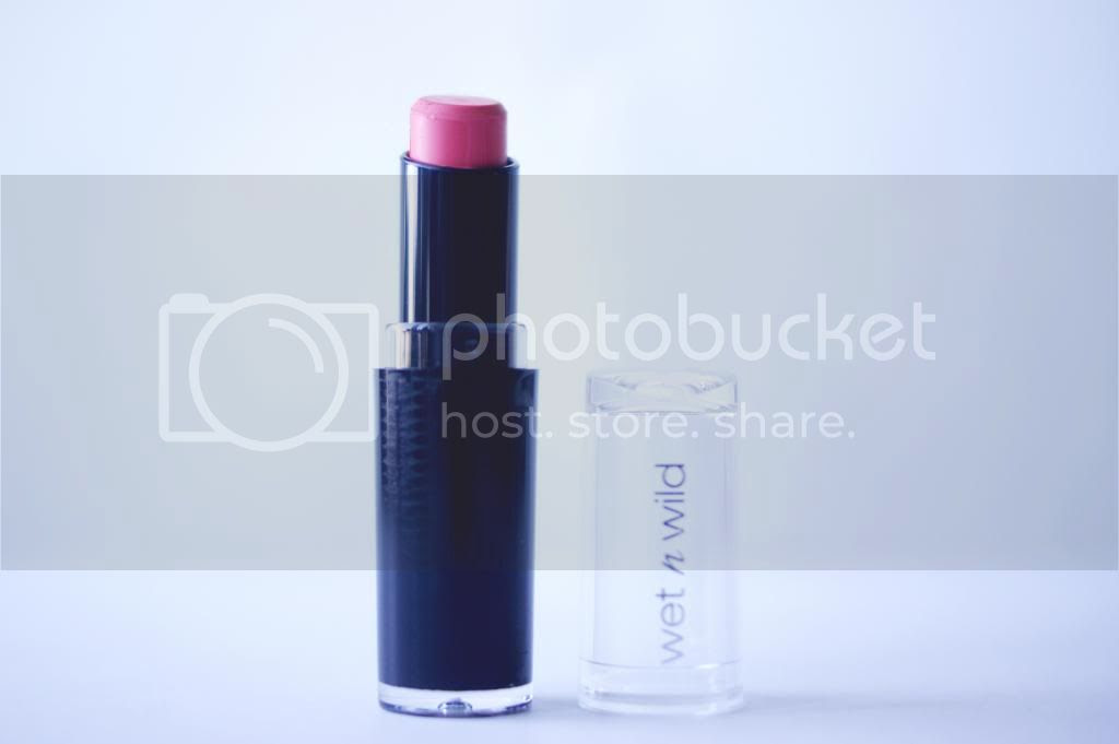 Review Wet n Wild MegaLast Lipstick in Pinkerbell