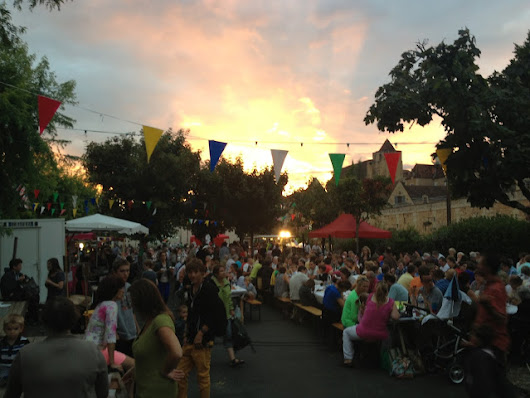 Eat and dance the night away in the Dordogne… enjoying the Marche Nocturnes |