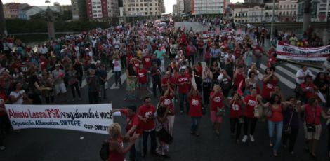 Professores fazem passeata no Centro do Recife / Foto: Bobby Fabisak/JC Imagem