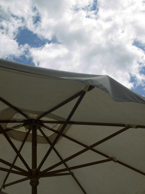 LVM-Julio 2012_Una sombrilla_5/12
