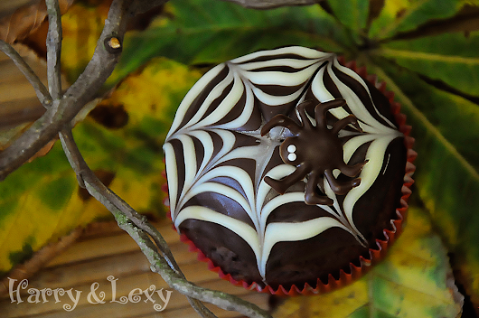 Halloween Spiderweb Cupcakes - Harry and Lexy's Workshop