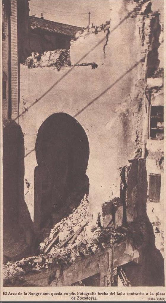 Septiembre de 1936. Revista Crónica. Arco de la Sangre semidestruido. Foto Videa