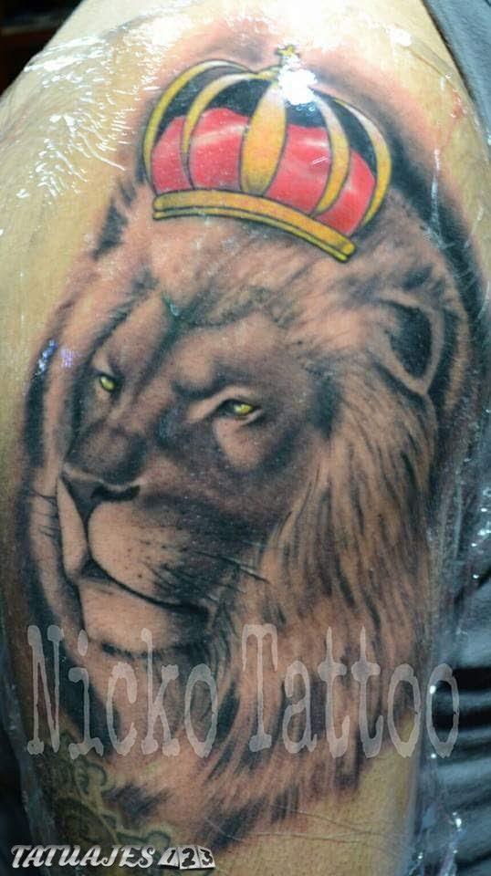 Leon Con Corona De Colores Tatuajes 123