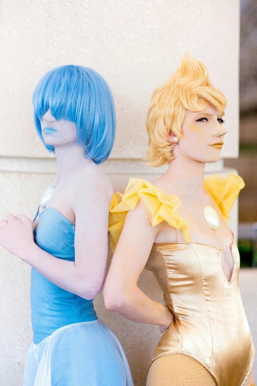 Two houses, both alike in dignity Blue Pearl - @wundernerd Yellow Pearl - @hanari502 Photographer - @frankyboots