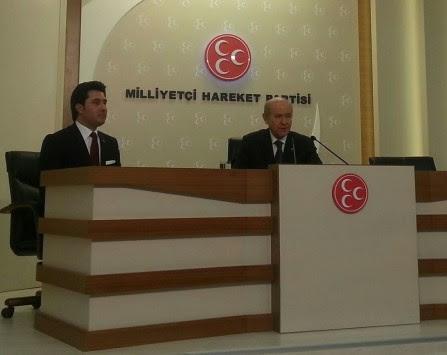 Νέος σάλος από τον υποψήφιο του ΣΥΡΙΖΑ στη Θράκη, Αχμέτ Κουρτ - Φωτογραφίζεται με τον ηγέτη των Γκρίζων Λύκων στην Τουρκία