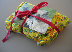 gi det videre - gaven pakket inn i stoff :: pay it forward - the present wrapped in fabric