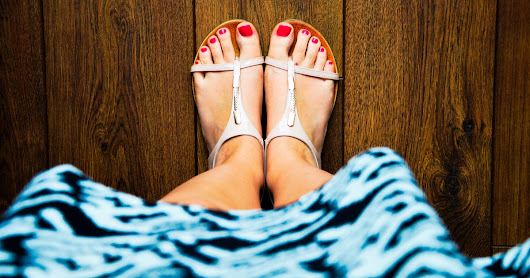 What'll Happen To Your Feet During Pregnancy? You Probably Won't Be Able To See Them