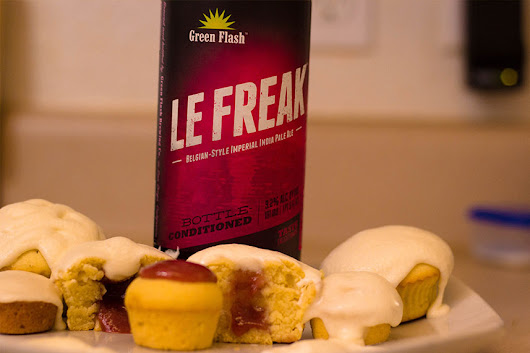 Le Freak Strawberry Pubcakes • Baking Brew