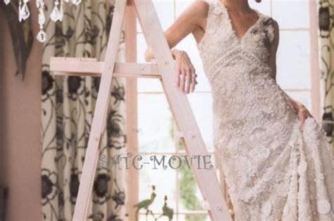 """Carrie Bradshaw in Oscar de la Renta wedding dress, """"Sex"""