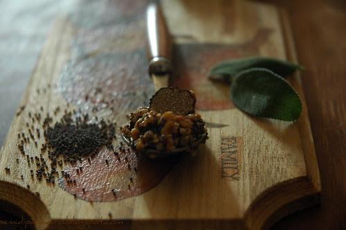 Pesto di Nocciole, semi di papavero e tartufo nero