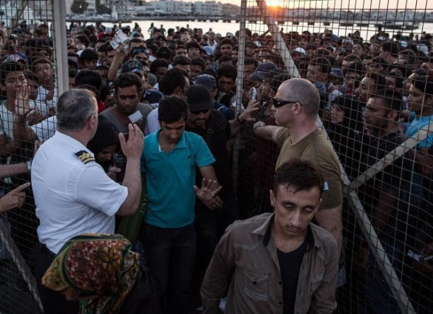 Migrants and refugees depart with a ferry from the port of Kos to Piraeus, in Kos island, Greece on August 19, 2015. / ????????? ?????????? ??? ????????? ??? ?? ?????? ??? ?? ?? ????????? ??? ???????, ???? ??, ?????? ???? 19 ????????? 2015.