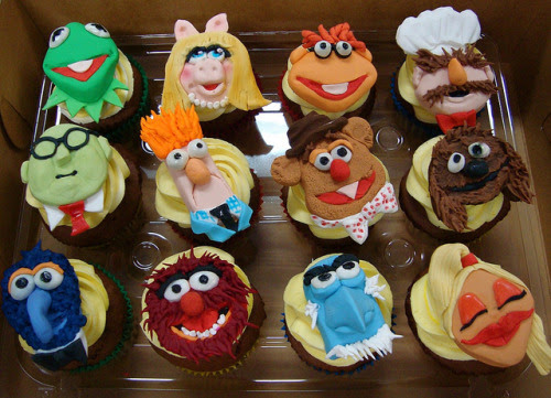 These muppets cupcakes by Debbie Does Cake are insanely detailed and awesome!