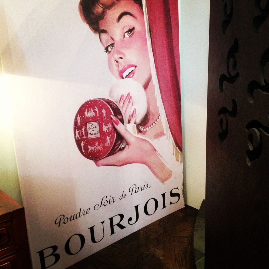photo Bourjois_150ans_exposition_blush_zps454f49d9.jpg
