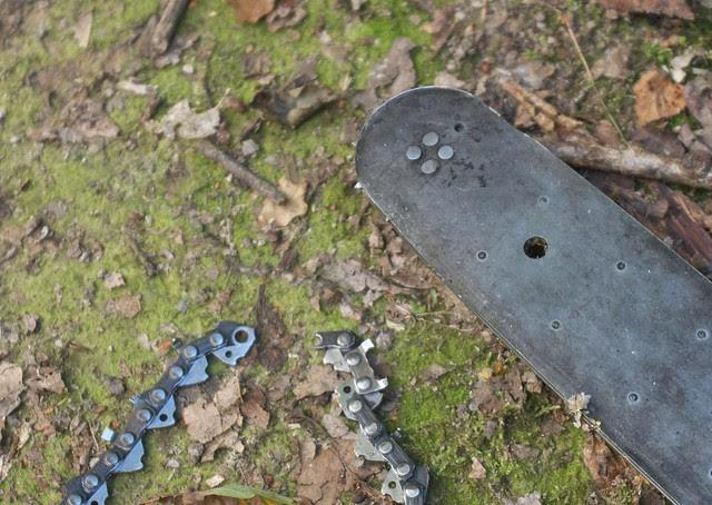 DSC_7243 broken chainsaw chain