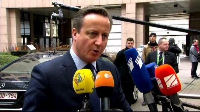 David Cameron ha parlat uns moments a les càmeres que l'esperaven a Brussel·les