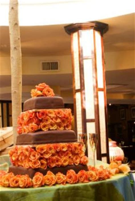 How to Decorate Fall Wedding Cakes   LoveToKnow