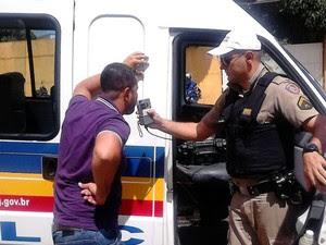 Teste etilômetro (Foto: Polícia Militar/Divulgação)