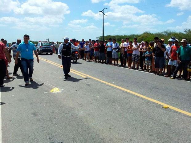 Acidente aconteceu na manhã desta segunda (21) na BR-406, na altura de Ceará-Mirim (Foto: Henrique Dovalle/G1)