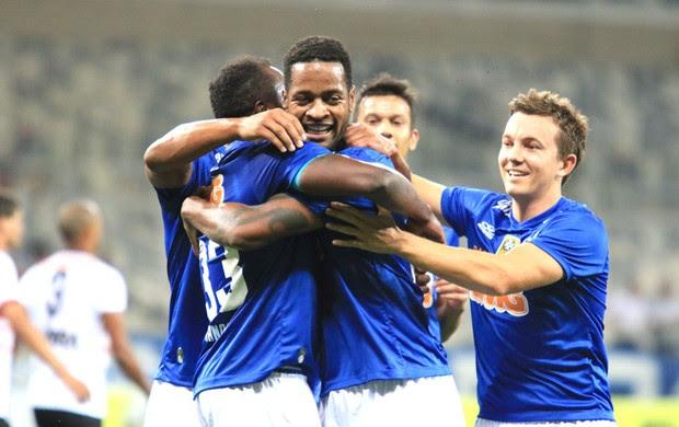 Cruzeiro comemora gol contra o Santa Rita (Foto: Erwin Oliveira / Agência estado)
