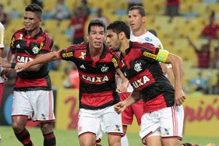 Wallace e Cáceres, Flamengo x Náutico (Foto: Gilvan de Souza / Flamengo)
