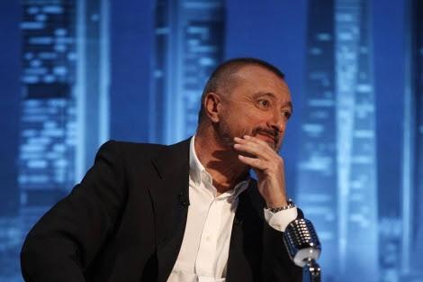 Pérez-Reverte, durante su visita a el programa 'En confianza', de VEO 7. | A. Heredia