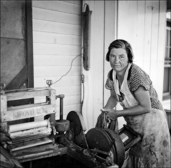 1936 nebraska kearny farm wife.jpg