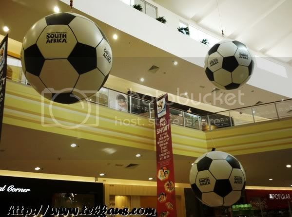 World Cup Fever, Giant Football