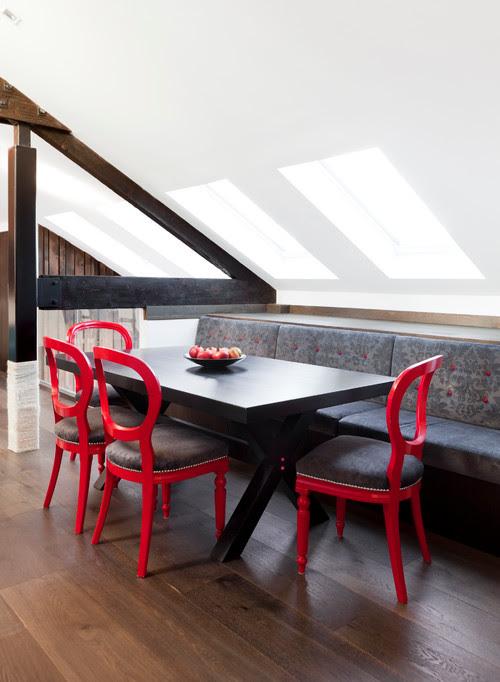 Se non hai spazio per la sala da pranzo usa una banquette