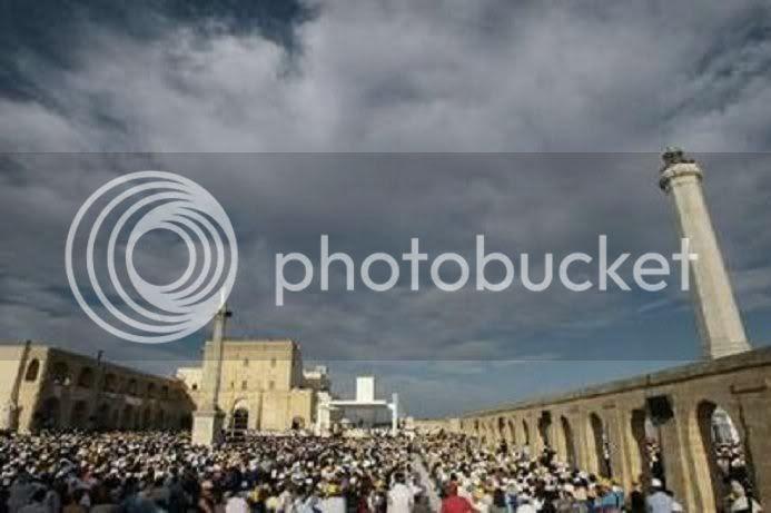 [IMG]http://i265.photobucket.com/albums/ii232/TERESA7_album/FORUM-3%20052208/LEUCA-0614-MASS1.jpg[/IMG]
