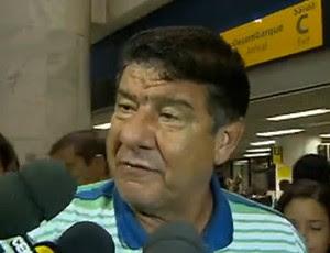 Joel em desembarque do Fla (Foto: Reprodução SporTV)