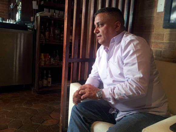 Para Pavel Ortega, presidente de la cooperativa El Biky, el proceso de contratación de socios es lento y engorroso. Foto: L Eduardo Domínguez/ Cubadebate.