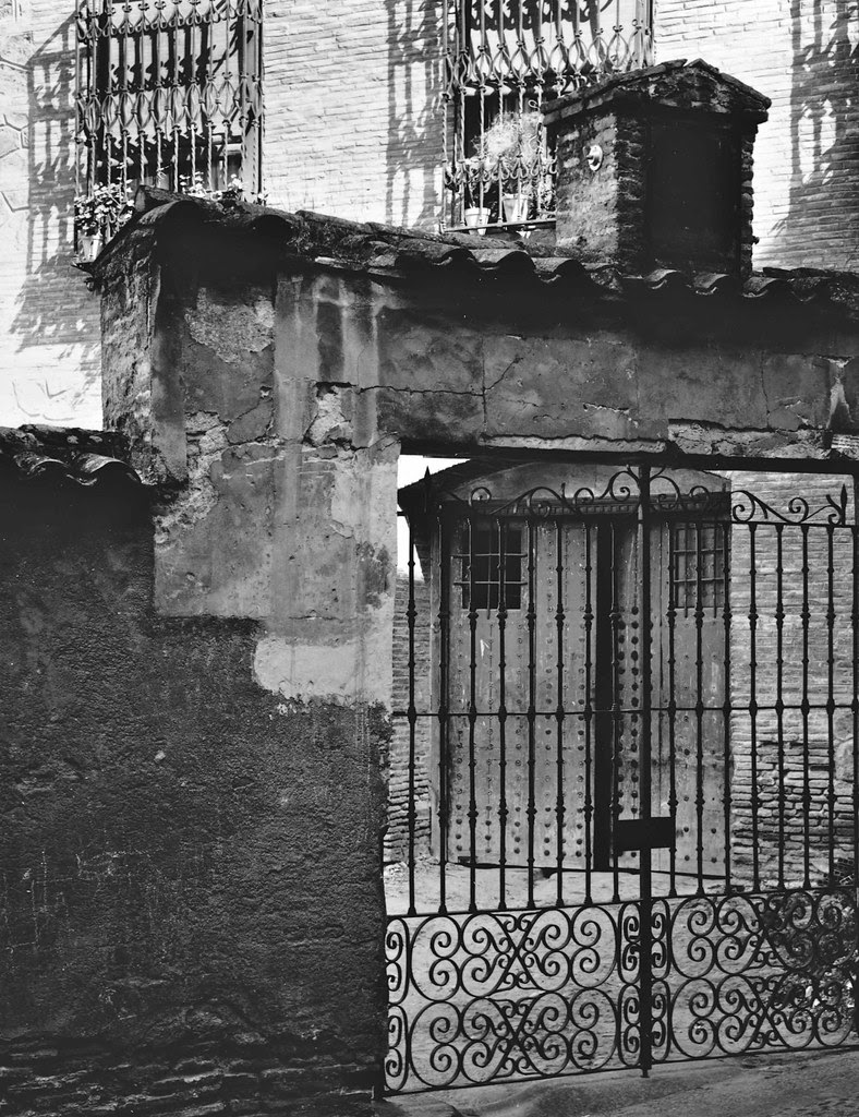 Un corral en Toledo cerca de la Calle Alfileritos en 1967. Fotografía de John Fyfe