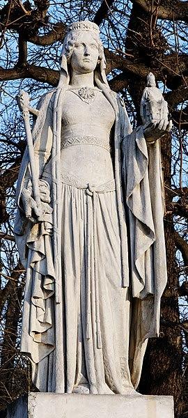 File:Bertrada of Laon Jardin du Luxembourg.jpg