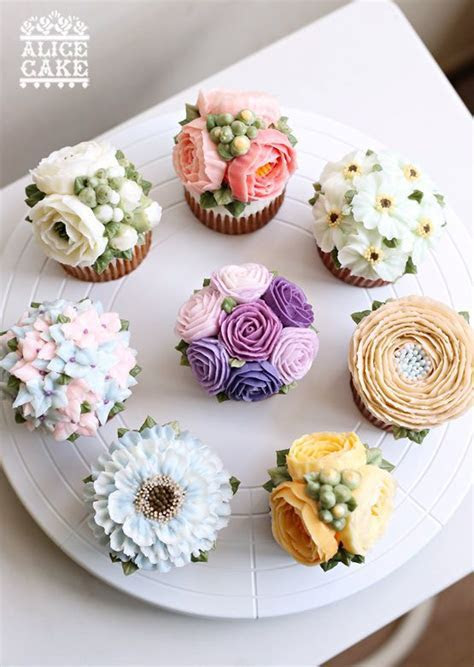 floral buttercream cupcakes   they are too gorgeous to eat