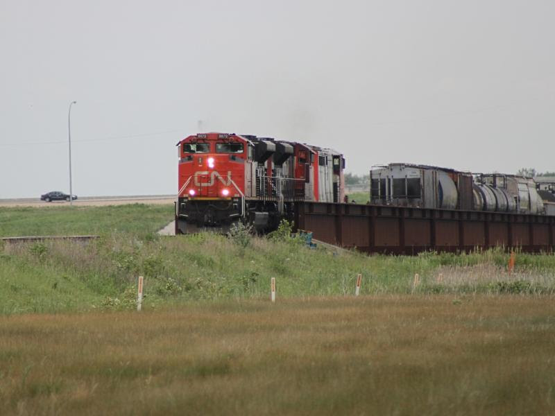 CN 8870 on train 346
