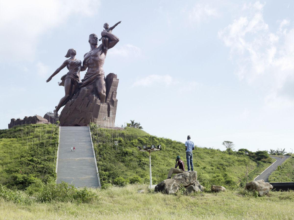 Paisagens alteradas pelas maiores estátuas do mundo 01