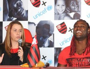 Vagner Love e Patrícia Amorim durante apresentação no Flamengo (Foto: André Durão / GLOBOESPORTE.COM)