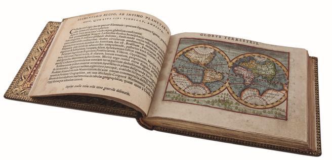 Libro antiguo en la librería Astarloa