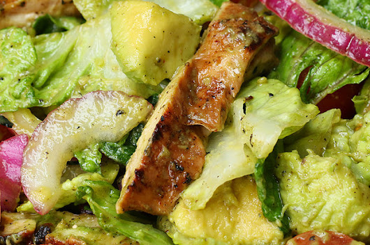 Try This Honey-Lime Chicken And Avocado Salad For A Refreshing Meal