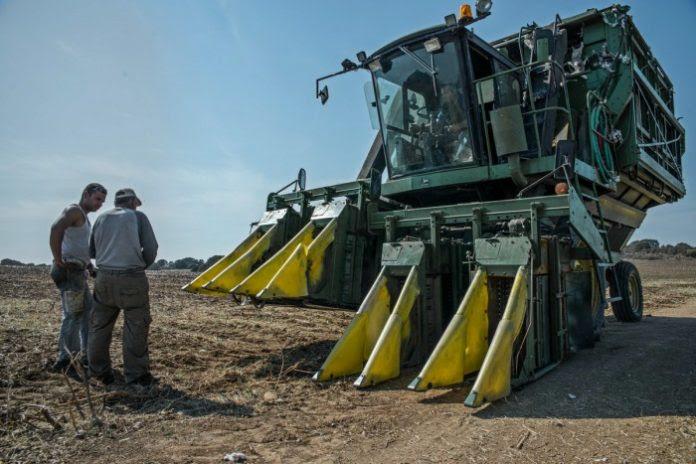 Σύστημα διαχείρισης στόλου γεωργικών μηχανημάτων με φωνητικές οδηγίες