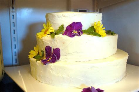 How To Make A Wedding Cake   In Easy Steps