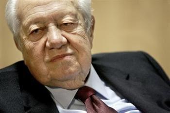 """Soares diz que a Constituição de 1976 """"continua a ser muito actual e não deve ser mexida"""""""