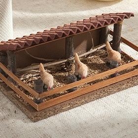 Corral de gallinas comiendo de 11x6,5x10cm