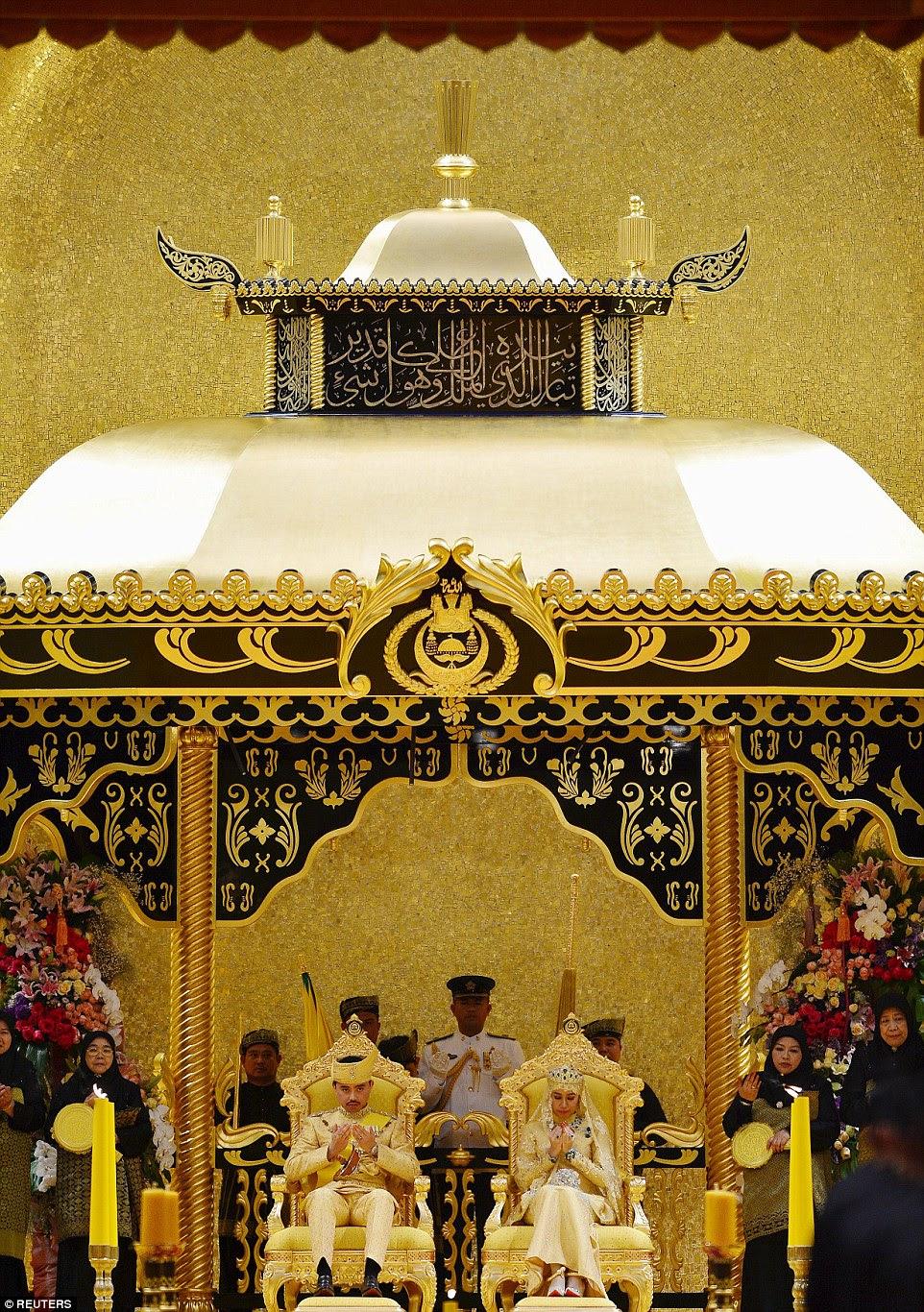 The enthronement ceremony ofPrince Abdul Malik, 31, and Dayangku Raabi'atul 'Adawiyyah Pengiran Haji Bolkiah, 22, took place in the lavish settings of 1,788-room palace, Istana Nural Iman in Brunei