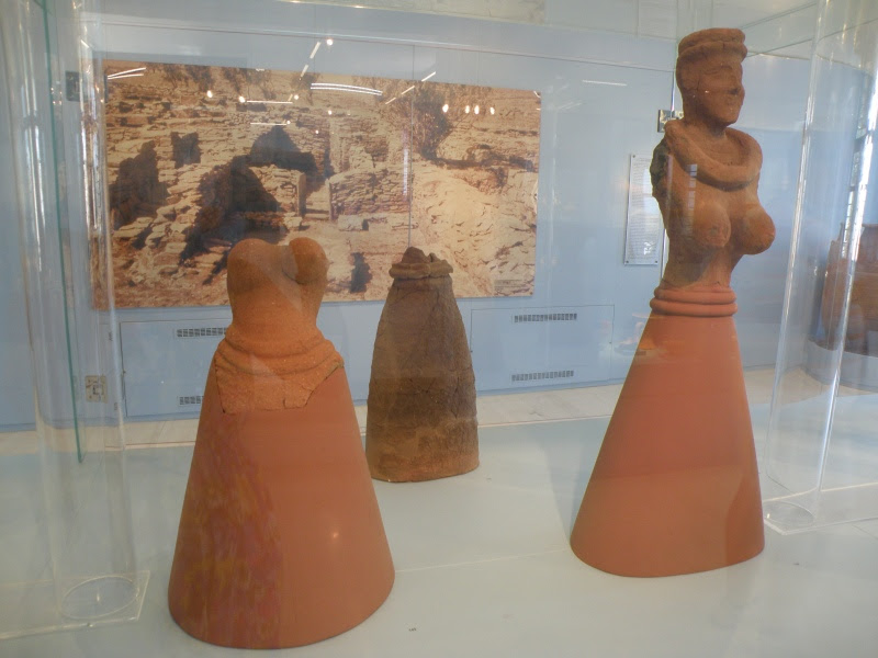 urban travel tales,terracotta statues of Cyclades, Kea, Archaeological Museum, Ioulida