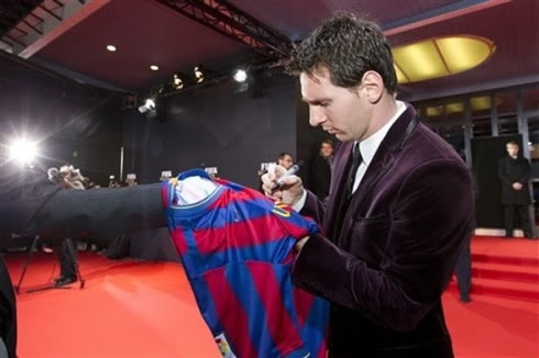 Lionel Messi signing a Barcelona jersey at FIFA's Balon d'Or 2011-2012 gala and ceremony
