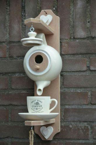 nido e mangiatoia per uccellini