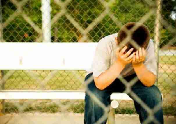 Ένα αγόρι είδε μερικούς νταήδες να παρενοχλούν ένα συμμαθητή του. Διαβάστε τι συνέβη 6 χρόνια μετά